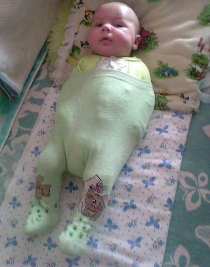 Dad Fails at Dressing the Baby, Wives Share the Fails