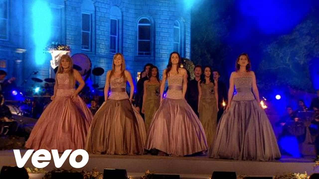 "Celtic Woman sings ""Amazing Grace"" complemented by bagpipers"